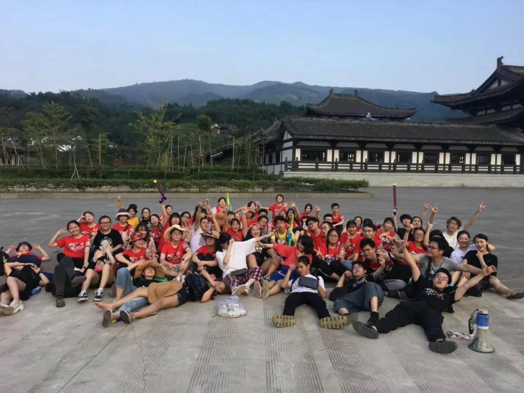 艾艺荷马学生的团队活动02